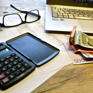 Overzicht tussen inkomsten en uitgaven