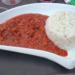 Chili con carne op een bordje gedresseerd.
