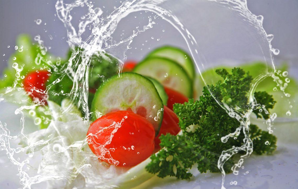 Eten tijdens een hittegolf: foto van rauwe groentjes