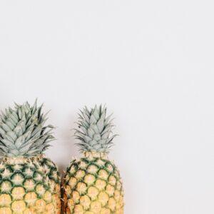 Minimalisme challenge: een minimalistische foto van 3 ananassen