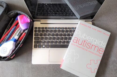 Boek review pubergids autisme